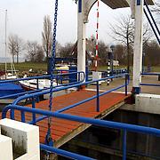 Ophaalbrug en Eerste Huizer Zeilschool Zomerkade Huizen.brug, verbod, verkoop, water, watersport, fietspad