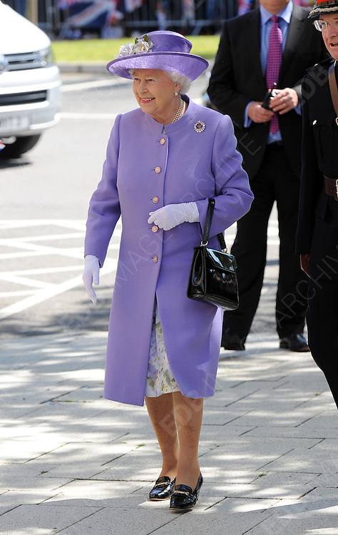 14.JUNE.2012. HATFIELD<br /> <br /> THE QUEEN OPENS THE DIAMOND JUBILEE MATERNITY UNIT AT LISTER HOSPITAL, STEVENAGE, HATFIELD <br /> <br /> BYLINE: EDBIMAGEARCHIVE.CO.UK<br /> <br /> *THIS IMAGE IS STRICTLY FOR UK NEWSPAPERS AND MAGAZINES ONLY*<br /> *FOR WORLD WIDE SALES AND WEB USE PLEASE CONTACT EDBIMAGEARCHIVE - 0208 954 5968*