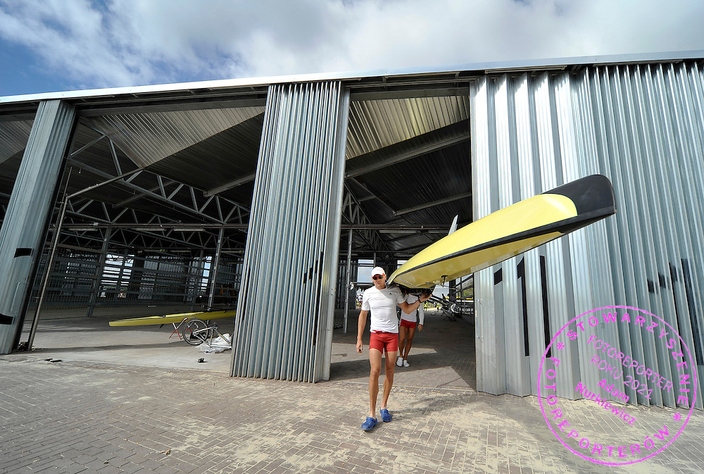 ADAM KOROL (POLAND) CARRIES HIS BOAT FOUR DAYS BEFORE REGATTA EUROPEAN ROWING CHAMPIONSHIPS IN MONTEMOR-O-VELHO, PORTUGAL...PORTUGAL , MONTEMOR-O-VELHO , SEPTEMBER 6, 2010..( PHOTO BY ADAM NURKIEWICZ / MEDIASPORT )..PICTURE ALSO AVAIBLE IN RAW OR TIFF FORMAT ON SPECIAL REQUEST.