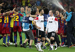 28.05.2011, Wembley Stadium, London, ENG, UEFA CHAMPIONSLEAGUE FINALE 2011, FC Barcelona (ESP) vs Manchester United (ENG), im Bild Giggs und Rooney enttäuscht, dahinter die feiernden Barca Spieler, EXPA Pictures © 2011, PhotoCredit: EXPA/ InsideFoto/ Paolo Nucci *** ATTENTION *** FOR AUSTRIA AND SLOVENIA USE ONLY!
