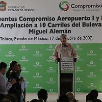 Toluca, Mex.- Gerardo Ruíz Esparza, Secretario de Comunicaciones del estado durante su discurso en la inauguración de los puentes Aeropuerto I y Aeropuerto II del Boulevard Miguel Alemán. Agencia MVT / Arturo Rosales. (DIGITAL)<br /> <br /> <br /> <br /> <br /> <br /> <br /> <br /> NO ARCHIVAR - NO ARCHIVE