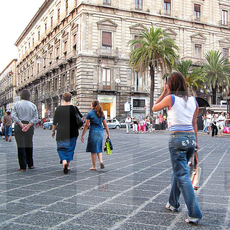 Via Etnea, la via principale di Catania...Via Etnea , the main street of Catania