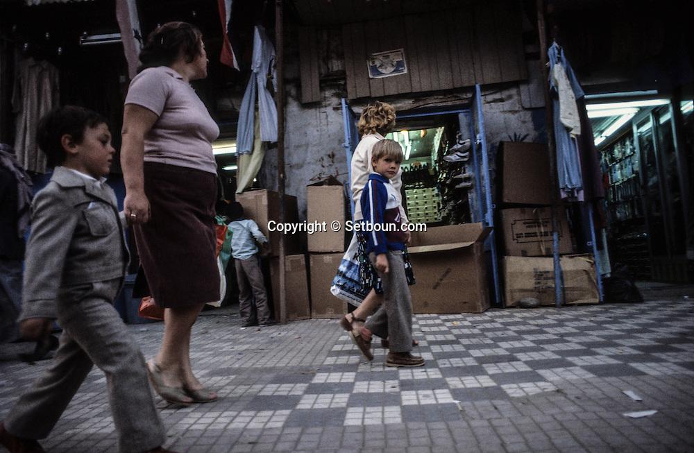 Yemen. Sanaa. Russian presence in the capital  /  market   /   présence russe dans les rue de la capitale  .   soviétiques au marché