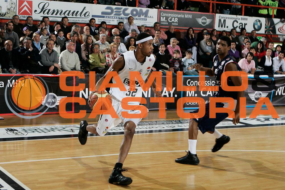 DESCRIZIONE : Caserta Lega A 2008-09 Eldo Caserta Angelico Biella<br /> GIOCATORE : Shan Foster<br /> SQUADRA : Eldo Caserta<br /> EVENTO : Campionato Lega A 2008-2009 <br /> GARA : Eldo Caserta Angelico Biella<br /> DATA : 29/03/2009<br /> CATEGORIA : palleggio<br /> SPORT : Pallacanestro <br /> AUTORE : Agenzia Ciamillo-Castoria/A.De Lise