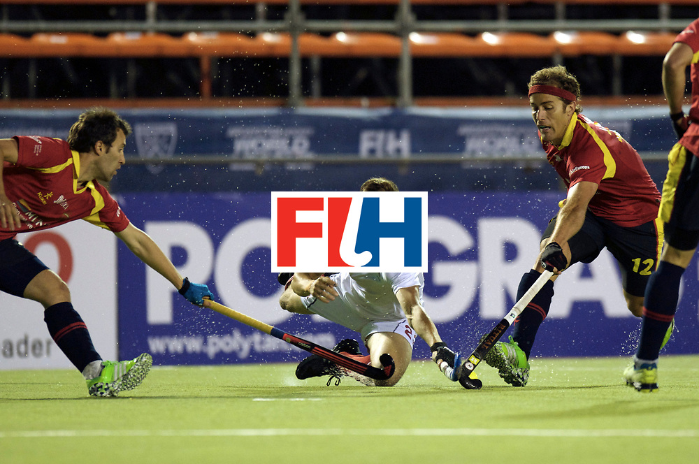 BUENOS AIRES - Hock World League Semi Final Men<br /> Spain v Canada<br /> foto: Iain Smythe tackle before Jordi Carrera.<br /> FFU PRESS AGENCY COPYRIGHT FRANK UIJLENBROEK