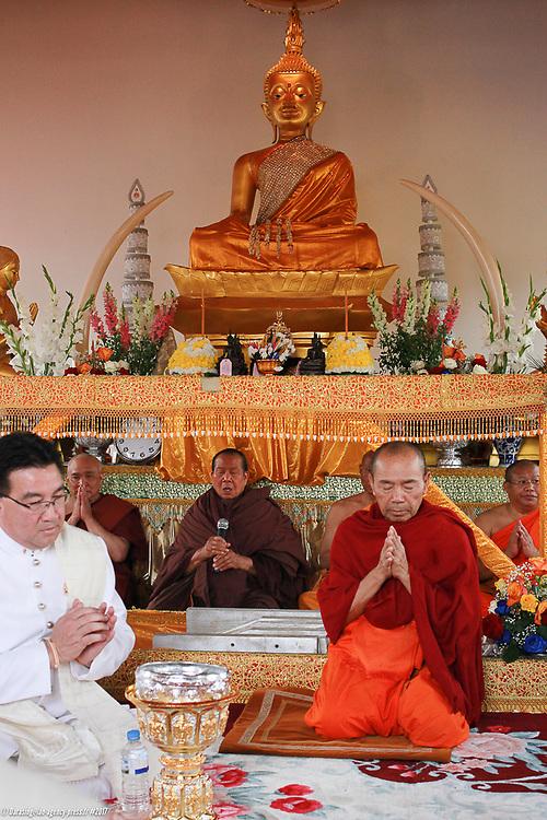 Inauguration du sim, lieu de prière et de méditation pour les vénérables de la pagode VélouvanaramInauguration du sim, lieu de prière et de méditation pour les vénérables de la pagode VélouvanaramInauguration du sim, lieu de prière et de méditation pour les vénérables de la pagode Vélouvanaram