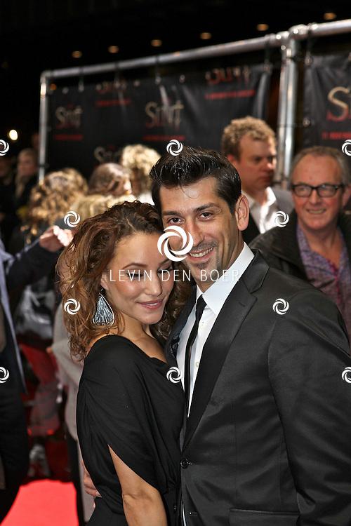 AMSTERDAM - De film Sint van regisseur Dick Maas gaat woensdag in het Muziektheater in Amsterdam in premiere. Met op de foto Escha Tanihatu en partner. FOTO LEVIN DEN BOER - PERSFOTO.NU