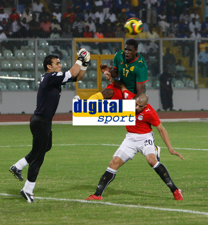 Photo: Steve Bond/Richard Lane Photography.<br /> Egypt v Cameroun. Africa Cup of Nations. 22/01/2008.  Mohamadou Idrissou, (C) challanges over Wael Gomaa (R) as keeper Kamal El Hadary punches