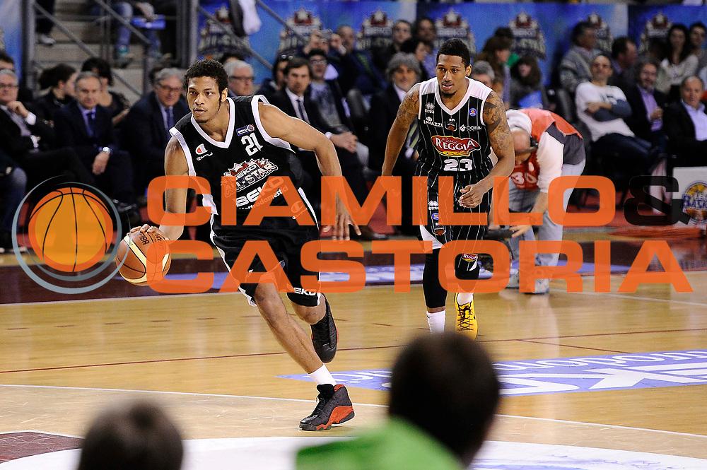 DESCRIZIONE : Ancona Beko All Star Game 2013-14 Beko All Star Team Italia Nazionale Maschile<br /> GIOCATORE : Gara delle Schiacciate Jeff Brooks Chris Roberts<br /> CATEGORIA : <br /> SQUADRA : All Star Team Italia Nazionale Maschile<br /> EVENTO : All Star Game 2013-14<br /> GARA : Italia All Star Team<br /> DATA : 13/04/2014<br /> SPORT : Pallacanestro<br /> AUTORE : Agenzia Ciamillo-Castoria/M.Marchi<br /> Galleria : FIP Nazionali 2014<br /> Fotonotizia : Ancona Beko All Star Game 2013-14 Beko All Star Team Italia Nazionale Maschile<br /> Predefinita :