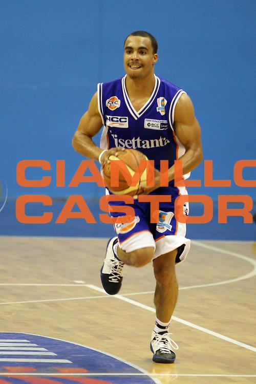 DESCRIZIONE : Milano Lega A1 2007-08 Armani Jeans Milano Tisettanta Cantu<br /> GIOCATORE : Wood<br /> SQUADRA : Tisettanta Cantu<br /> EVENTO : Campionato Lega A1 2007-2008<br /> GARA : Armani Jeans Milano Tisettanta Cantu<br /> DATA : 29/08/2007<br /> CATEGORIA : Palleggio<br /> SPORT : Pallacanestro<br /> AUTORE : Agenzia Ciamillo-Castoria/S.Ceretti