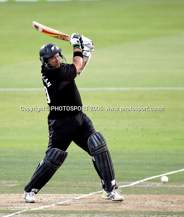 New Zealand batsman Craig McMillan smashes a delivery during the 3rd Chappell Hadlee one day match at Seddon Park, Hamilton, New Zealand on Tuesday 20 February 2007. Photo: Andrew Cornaga/PHOTOSPORT<br />