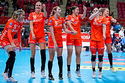06-12-2019 JAP: Norway - Netherlands, Kumamoto<br /> Last match groep A at 24th IHF Women's Handball World Championship. / The Dutch handball players won in an exciting game of fear gegner Norway and wrote in the last group match at the World Handball  World Championship history (30-28). / Estavana Polman #79 of Netherlands, Kelly Dulfer #18 of Netherlands, Lois Abbingh #8 of Netherlands, Martine Smeets #24 of Netherlands, Laura van der Heijden #6 of Netherlands, Merel Freriks #19 of Netherlands