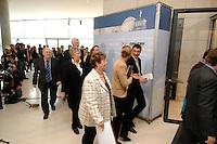 20 MAR 2007, BERLIN/GERMANY:<br /> Abgeordnete der CDU/CSU Fraktion auf dem Weg in den fraktionssaal, vor Beginn einer CDU/CSU Fraktionssitzung, frationsebene, Deutscher Bundestag<br /> IMAGE: 20070320-01-003<br /> KEYWORDS: Sitzung