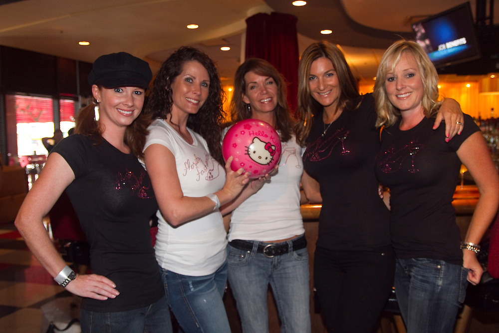 "BAY_BowlingForDreams..Caption:(Thursday 08/12/2010 Tampa) Robin Roberts, Joanie Cupler, Mary Beth Munyon, Christy Stross and Bobbie Shay Lee make up the team ""Florida Fashionistas""..Summary:3rd Annual ""Bowling for Dreams""..Photo by James Branaman"