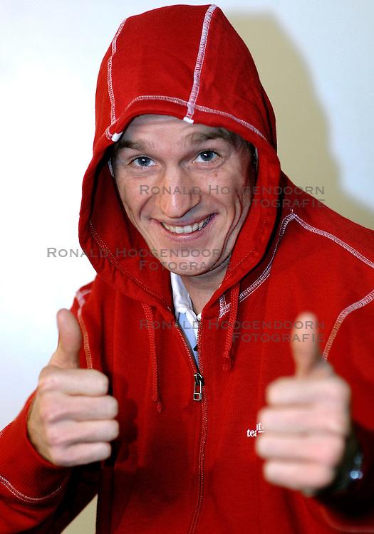 12-10-2007 HANDBOOGSCHIETEN: WIETSE VAN ALTEN: BAARSCHOT <br /> Reportage van Wietse van Alten - Nashuatec<br /> &copy;2007-WWW.FOTOHOOGENDOORN.NL