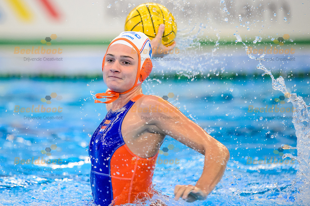 04-07-2018: Waterpolo: Nederland v Hongarije: Rotterdam<br /> <br /> (L-R) Maud Megens of team Netherlands during the waterpolomatch between ladies Netherlands vs Hungary at Zwemcentrum Rotterdam, the Netherlands<br /> <br /> Spido Dutch Waterpolo Trophy 2018<br /> <br /> Foto/Photo: Gertjan Kooij