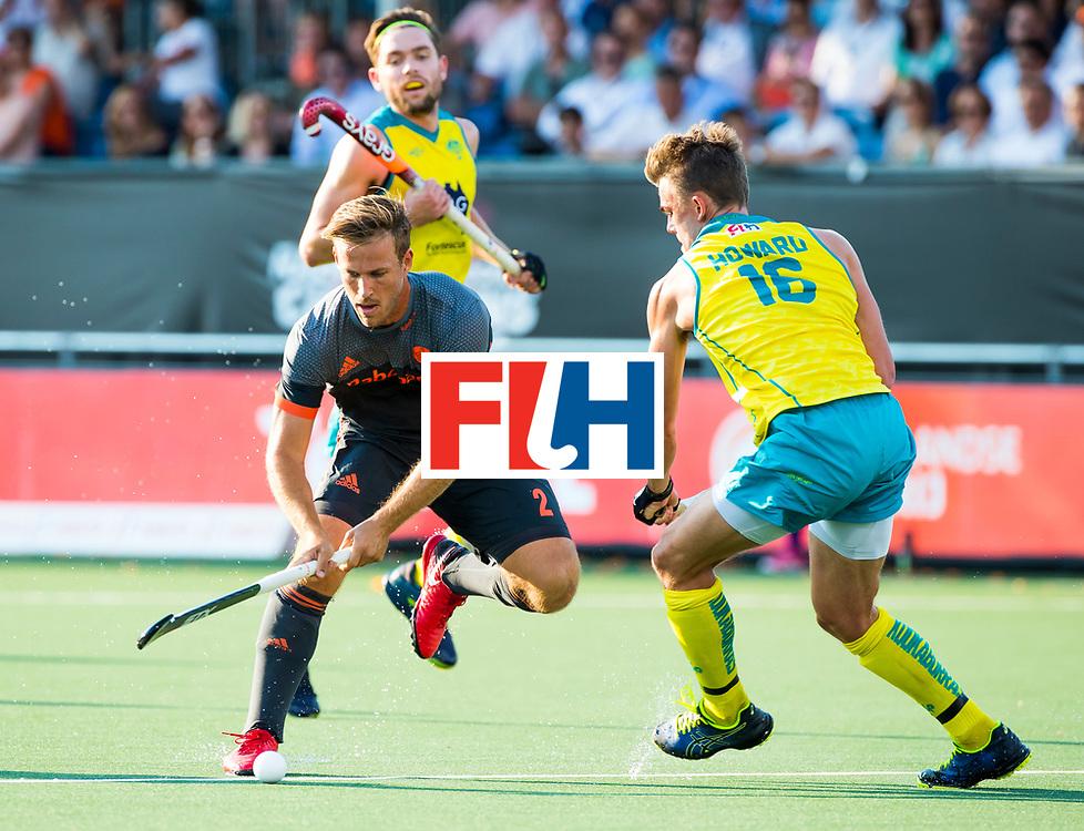 BREDA - Jeroen Hertzberger (Ned) met Tim Howard (Aus)    tijdens Nederland- Australie (1-3) bij  de Hockey Champions Trophy. COPYRIGHT KOEN SUYK