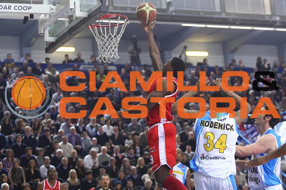 DESCRIZIONE : Cremona Lega A 2011-2012 Vanoli Braga Cremona Cimberio Varese GIOCATORE : Yakhouba Diawara SQUADRA : Cimberio Varese DATA : 2012-01-09CATEGORIA : SPORT : Pallacanestro AUTORE : AGENZIA CIAMILLO & CASTORIA/G.Ciamillo