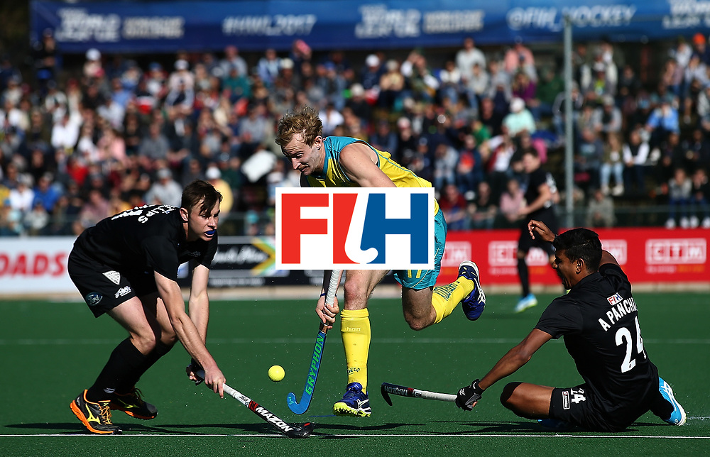 JOHANNESBURG, SOUTH AFRICA - JULY 15:  Aran Zalewski of Australia battls with Hayden Phillips and Arun Panchia of New Zealand during day 4 of the FIH Hockey World League Men's Semi Finals Pool A match between New Zealand and Australia at Wits University on July 15, 2017 in Johannesburg, South Africa.  (Photo by Jan Kruger/Getty Images for FIH)