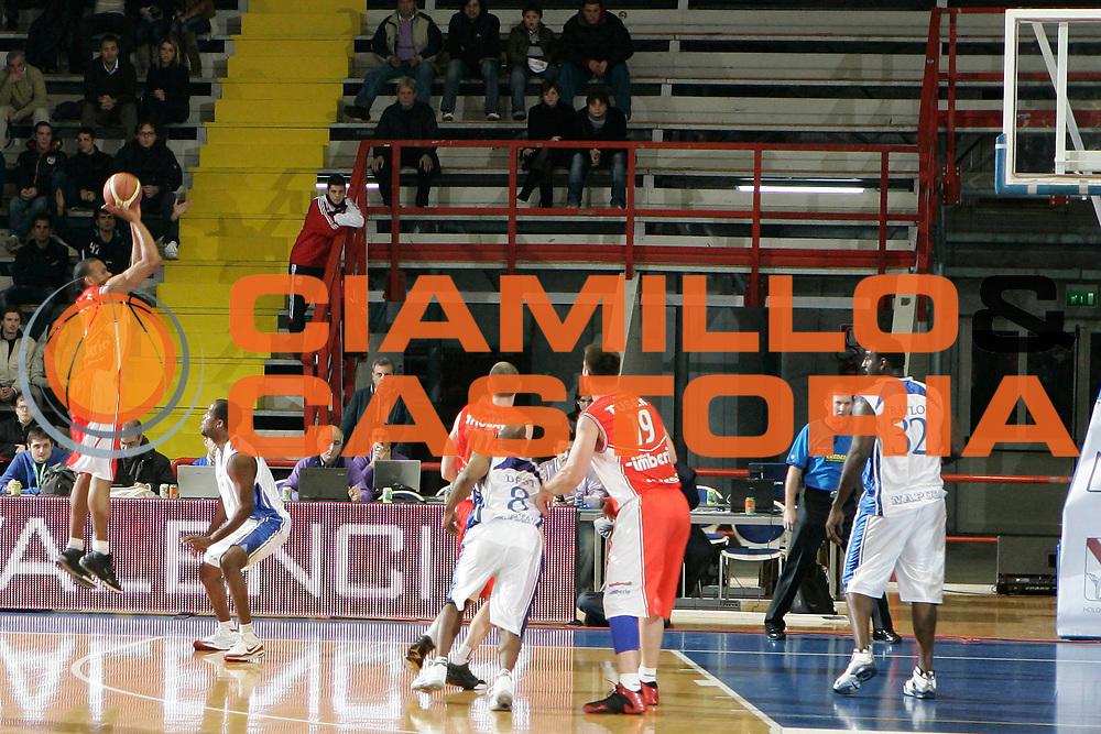 DESCRIZIONE : Napoli Lega A 2009-10 Martos Napoli Cimberio Varese<br /> GIOCATORE : Michel Morandais<br /> SQUADRA : Cimberio Varese<br /> EVENTO : Campionato Lega A 2009-2010 <br /> GARA : Martos Napoli Cimberio Varese<br /> DATA : 13/12/2009<br /> CATEGORIA : tiro<br /> SPORT : Pallacanestro <br /> AUTORE : Agenzia Ciamillo-Castoria/A.De Lise<br /> Galleria : Lega Basket A 2009-2010 <br /> Fotonotizia : Napoli Campionato Italiano Lega A 2009-2010 Martos Napoli Cimberio Varese<br /> Predefinita :