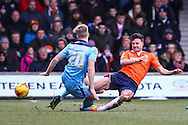 Jonathan Smith of Luton Town (right) and Cameron McGeehan of Cambridge United (left) battle for the ball during the Sky Bet League 2 match at Kenilworth Road, Luton<br /> Picture by David Horn/Focus Images Ltd +44 7545 970036<br /> 31/01/2015