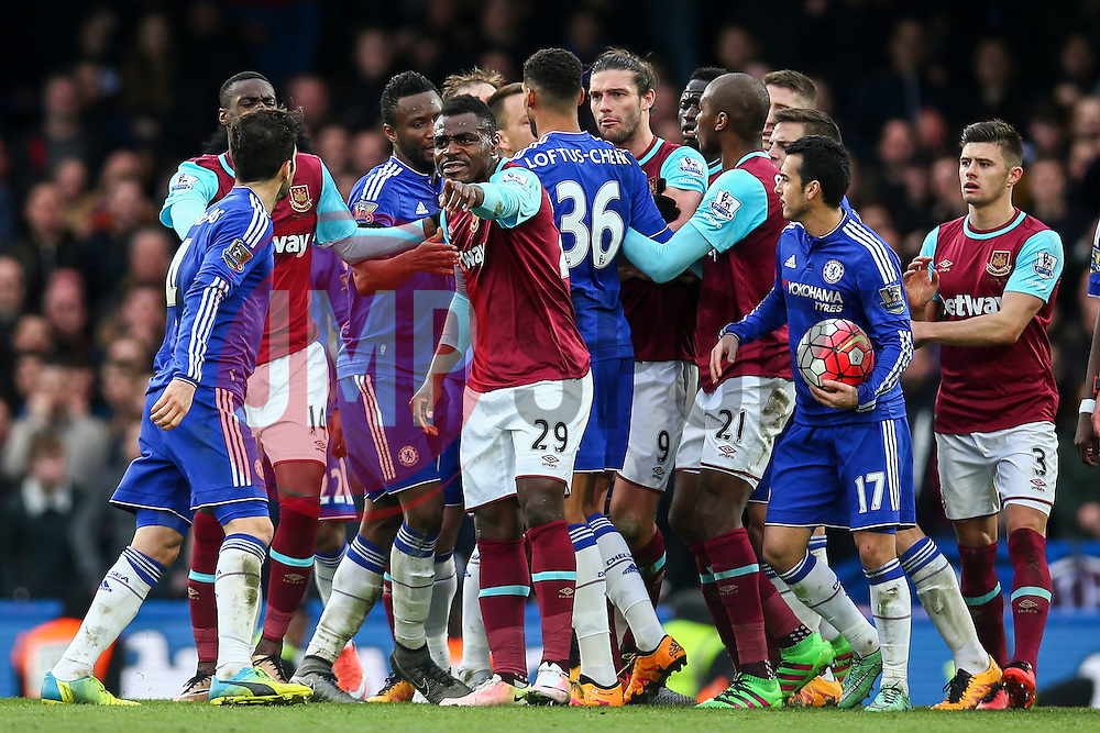 Things get heated between Chelsea and West Ham United - Mandatory byline: Jason Brown/JMP - 19/03/2016 - FOOTBALL - London, Stamford Bridge - Chelsea v West Ham United - Barclays Premier League
