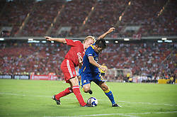 BANGKOK, THAILAND - Wednesday, July 22, 2009: Liverpool's Dirk Kuyt in action against Thailand during a preseason friendly match at the Rajamangala Stadium. (Pic by David Rawcliffe/Propaganda)