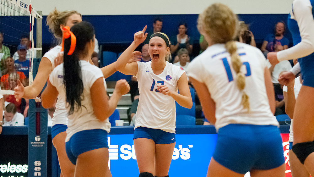 Volleyball vs. Gonzaga, Bronco Gym, Carrie Quinney photo