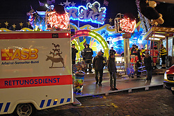 27.10.2011, Buergerweide / Bürgerweide, Bremen, GER, Freimarkt, im Bild Unfall mit Gondel des Fahrgeschaefts /Fahrgeschäfts Krake // Freimarkt on 2011/10/27, Buergerweide / Büergerweide, Bremen, Germany. EXPA Pictures © 2011, PhotoCredit: EXPA/ nph/  Gumz       ****** out of GER / CRO  / BEL ******
