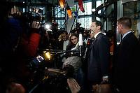 31 OCT 2005, BERLIN/GERMANY:<br /> Matthias Platzeck, SPD, Ministerpraesident Brandenburg, spricht mit Journalisten, nach einer Sitzung des SPD Parteivorstandes, bei der A ndrea N ahles überraschend zur Kandidatin fuer das Amt der Generalsekretaerin gewaehlt wurde, Willy-Brandt-Haus<br /> IMAGE: 20051031-02-008<br /> KEYWORDS: Statement, Journalist, Mikrofon, microphone, Kamera, Camera