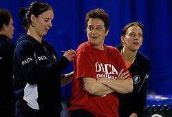 01-04-2007 VOLLEYBAL: DELA VOLLEYBALDAG: EINDHOVEN<br /> In de Eindhovense Indoor Sportcentrum beleefde de medewerkers van hoofdsponsor DELA een clinic en volleybaldag met het Nederlandse damesvolleybalteam<br /> ©2007-WWW.FOTOHOOGENDOORN.NL