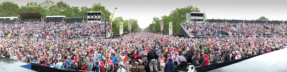 A panorama of Crowds surging up The Mall towards Buckingham Palace following HM The Queen's Diamond Jubilee Parade.Photo By Mark Chappell/i-Images.