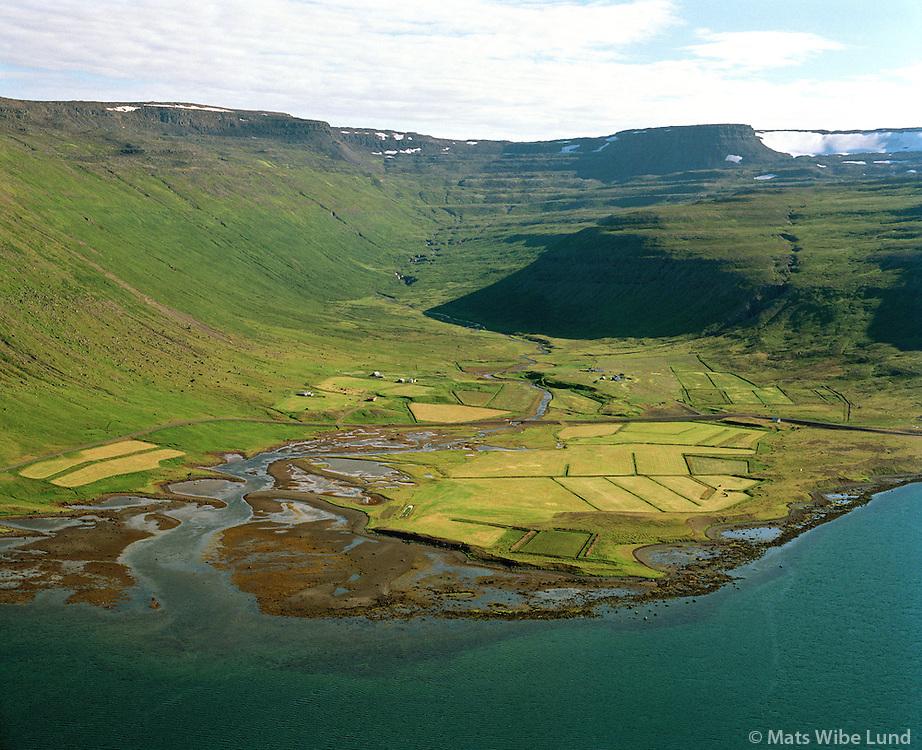 Meiri-Hattardalur og Minni-Hattardalur séð til suðurs, Súðavíkurhreppur. / Meiri-Hattardalur and Minni-Hattardalur viewing south, Sudavikurhreppur.