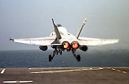 DESPEGUE AVION F-18 DURANTE PRACTICAS DEL PORTAVIONES JOHN F. KENNEDY.(FOTO: WILFREDO GARCIA)