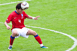 30.05.2010, Kufstein Arena, Kufstein, AUT, FIFA Worldcup Vorbereitung, Testspiel Sued Korea (KOR) vs Weissrussland (BLR), im Bild Kim Dong-jin (KOR #4). EXPA Pictures © 2010, PhotoCredit: EXPA/ J. Groder / SPORTIDA PHOTO AGENCY