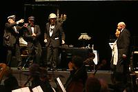 Mannheim. 11.02.18  <br /> Nationaltheater. Gro&szlig;e b&uuml;rgerschaftliche Auszeichnung &quot;Das Bloomaul&quot; an Rolf G&ouml;tz.<br /> Das Auswahlkomitee, darunter Bert Siegelmann, Achim Weizel und Marcus Haas, entschied sich f&uuml;r Rolf G&ouml;tz. Helen Heberer h&auml;lt die Laudatio.<br /> Bild-ID 073   Markus Pro&szlig;witz 11FEB18 / masterpress