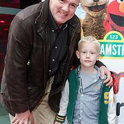 NLD/Amstelveen/20121021 - Inloop Premiere Elmo is Jarig, Andre Kuipers met zoon