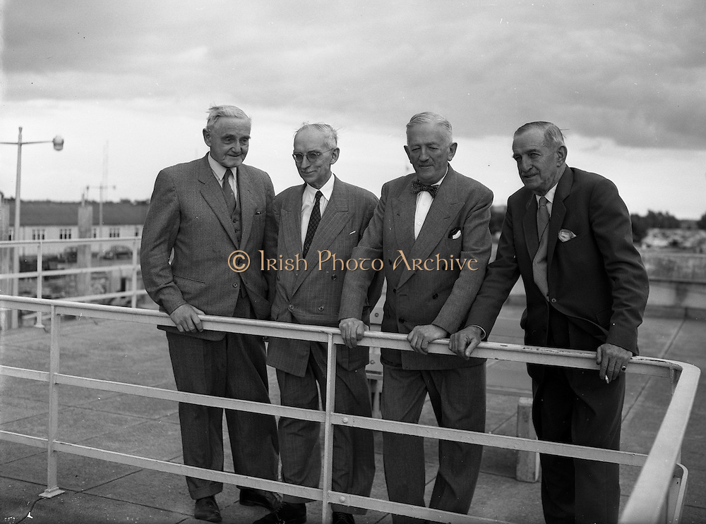 22/08/1958<br /> 08/22/1958<br /> 22 August 1958<br /> Shannon Estuary Development Panel and Officials at Dublin Airport.