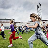 Nederland, Amsterdam , 17 oktober 2012..Conditie en lichaamsbeweging.500 kinderen van de ABCD-studie zullen de komende weken een uitnodiging ontvangen voor een extra meetmiddag in het Olympisch Stadion. Op deze meetmiddag zullen de spierkracht, conditie en het bewegingspatroon van deze kinderen bepaald worden..de ABCD-studie, het langlopende Amsterdamse onderzoek naar de gezondheid van 8.000 kinderen van verschillende etnische afkomst..Foto:Jean-Pierre Jans
