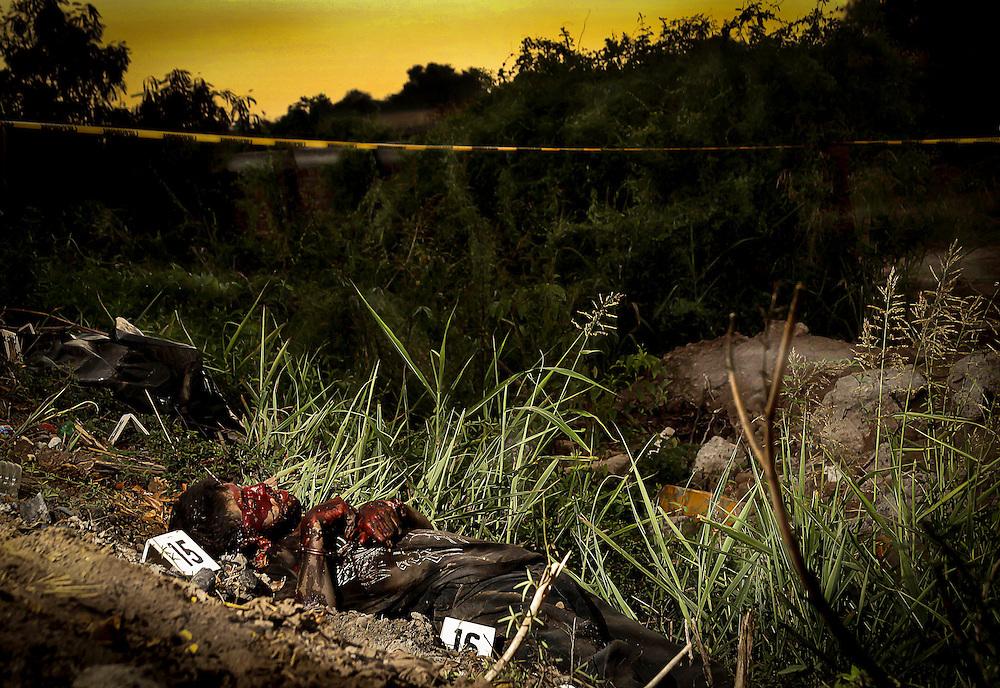 Dos cuerpos sin vida fueron encontrados a un costado de la carretera Culiacán-Altata a unos metros del oxxo el limoncito, las victimas fueron identificadas como Juan Manuel Rivera Flores y Pedro Domínguez Aguilar los cuales estaban esposados y encintados de la cara, como evidencia se localizo 29 casquillos para armas largas, 13 para AR-15 y 16 para AK-47. Una vez concluidas las diligencias, los cuerpos fueron retirados del lugar.