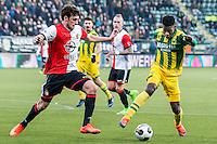 DEN HAAG - ADO Den Haag - Feyenoord , Voetbal , Eredivisie , Seizoen 2016/2017 , Kyocera Stadion , 19-02-2017 , ADO Den Haag speler Guyon Fernandez (r) in duel met Feyenoord speler Eric Botteghin (l)