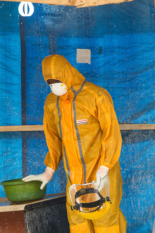 Anthony Banbury Special Representative of the Secretary General and Head of the United Nations Mission for Emergency Ebola Response  visits the PST1 Ebola Treatment Unit ( ETU) run by the Sierra Leone Ministry of Health and the Sierra Leone Armed Forces. Photo Martine Perret. 12 December 2014