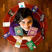 Belo Horizonte, 08 de Marco de 2007...Folha Teen..A garota Liz Parizzi, 16, fez intercambio na italia e posa junto com lembrancas de la em seu apartamento...Foto: LEO DRUMOND / AGENCIA NITRO..