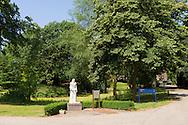 Nederland, Rosmalen, 20150711.COA zoekt ruimte voor asielzoekerscentrum in Den Bosch<br /> Standbeeld van Birgitta van Zweden. Gebouwen van Coudewater aan de Berlicumseweg in Rosmalen.<br /> De voormalige Dubbelabdij Marienwater van Birgittinessen en Birgittijnen. Vernoemd naar Birgitta van Zweden. Nu is Geestelijke Gezondheidszorg Oost-Brabant (GGZ Oost-Brabant) in het merendeel van deze gebouwen gevestigd.Het Centraal Orgaan opvang Asielzoekers (COA) heeft Den Bosch gevraagd of het een asielzoekerscentrum van 600 tot 800 asielzoekers in de gemeente kan realiseren. De gemeente wil daaraan meewerken en de voorkeur gaar uit naar Coudewater.Netherlands, Rosmalen, 20150711.Buildings Coudewater the Berlicumseweg in Rosmalen.Now Mental Health East Brabant (GGZ Oost Brabant) based in the majority of these buildings.The Central Agency for the Reception of Asylum Seekers (COA) Den Bosch has asked if it can realize a refugee center from 600 to 800 asylum seekers in the community. The municipality wants to contribute to it and prefer to cook from Coudewater.