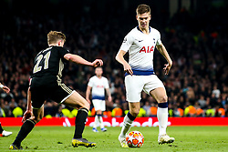 Juan Foyth of Tottenham Hotspur takes on Frenkie de Jong of Ajax - Mandatory by-line: Robbie Stephenson/JMP - 30/04/2019 - FOOTBALL - Tottenham Hotspur Stadium - London, England - Tottenham Hotspur v Ajax - UEFA Champions League Semi-Final 1st Leg