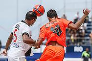 Vasco da Gama's Gil competes with Bernardo of Fluminense at the Mundialito de Clubes 2015 - Foto: Marcello Zambrana/Divulgação