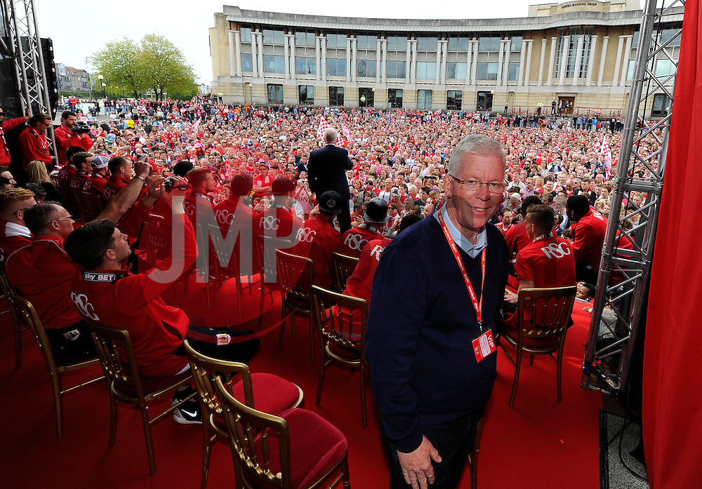David Lloyd  - Photo mandatory by-line: Joe Meredith/JMP - Mobile: 07966 386802 - 04/05/2015 - SPORT - Football - Bristol -  - Bristol City Celebration Tour