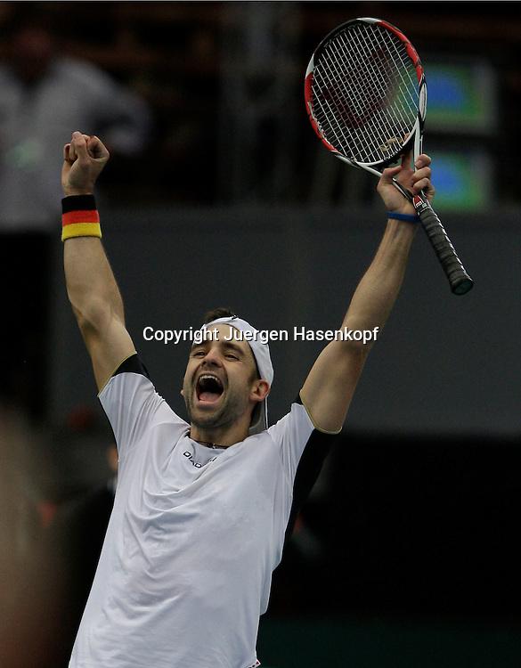 Davis Cup, Deutschland gegen Oesterreich in Garmisch-Partenkirchen, Sport, Tennis,  ITF Tournament,  ..Nicolas Kiefer (GER) jubelt nach seinem Sieg...Foto: Juergen Hasenkopf