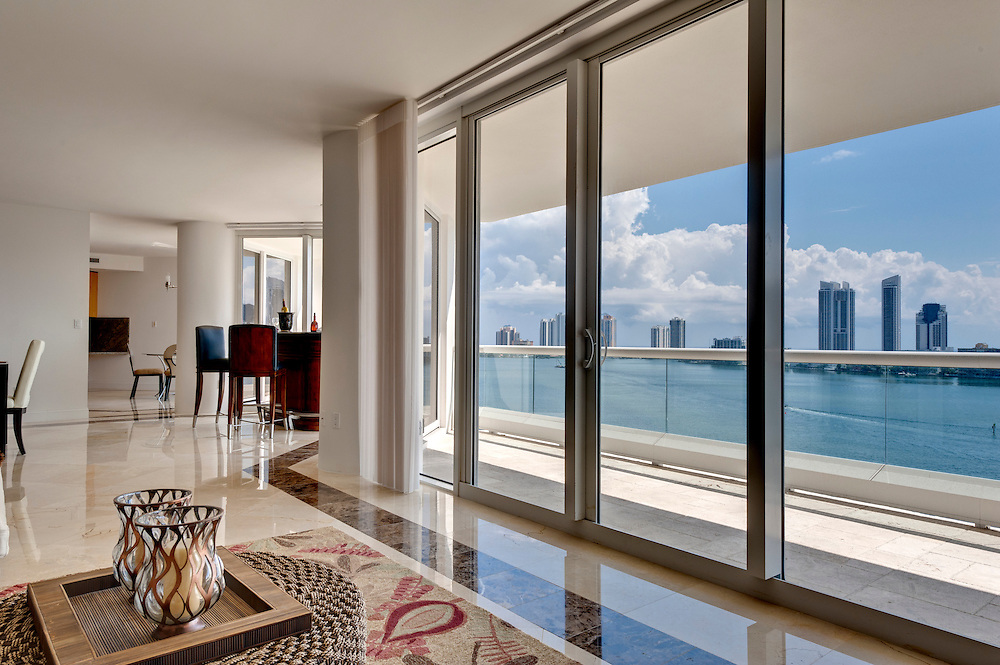 Modern Apartment overlooking the Bay in Miami.
