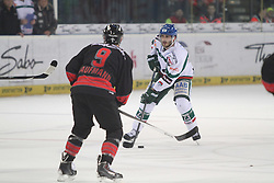 14.12.2014, Saturn Arena, Nürnberg, GER, DEL, Ice Tigers Nuernberg vs Augsburg Panthers, 27. Runde, im Bild Louie Caporusso (weiss-Augsburg) vs. Evan Kaufmann (schwarz-Nuernberg) // during Germans DEL Icehockey League 27th round match between Ice Tigers Nuernberg and Augsburg Panthers at the Saturn Arena in Nürnberg, Germany on 2014/12/14. EXPA Pictures © 2014, PhotoCredit: EXPA/ Eibner-Pressefoto/ Arth<br /> <br /> *****ATTENTION - OUT of GER*****